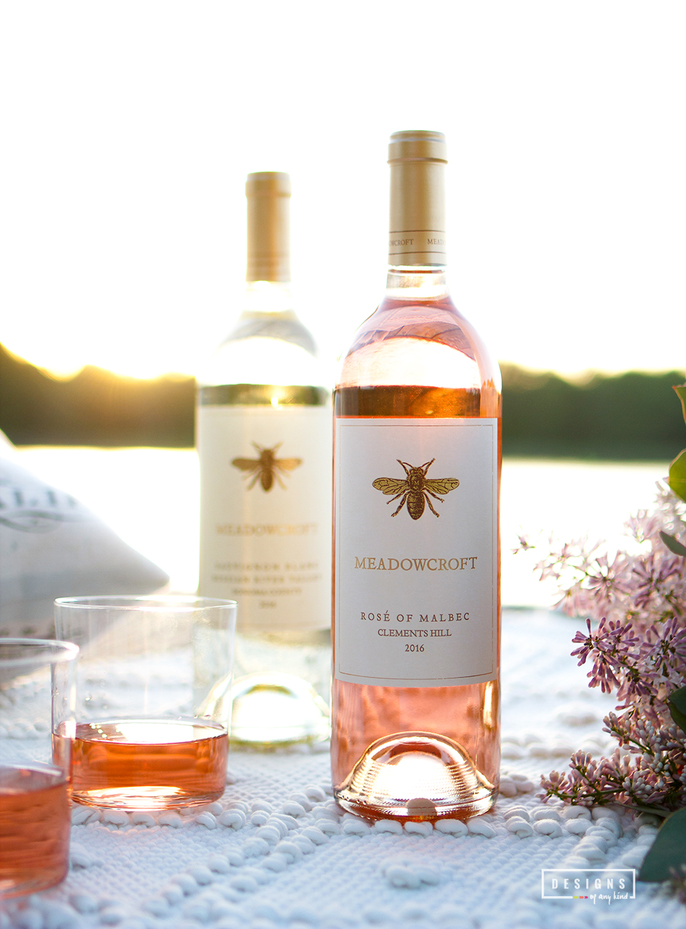 How to have an impromptu summer picnic in style. Enjoy a relaxing sunset picnic on the lake with that special someone as you feast on a beautiful cheese plate paired with delicous Meadowcroft wines. Discover more at www.designsofanykind.com